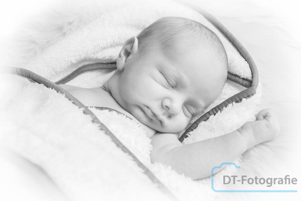 Newborn Fotoshoot Milo